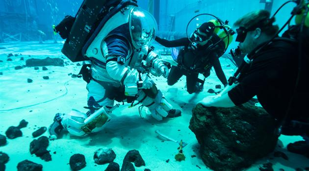 JSC's Preparations for the Next Moon Walk are Underway (Underwater)