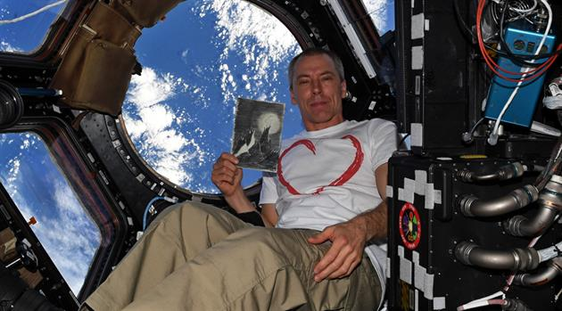 Astronaut Drew Feustel honors Holocaust Remembrance Day