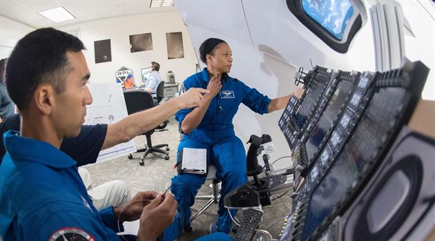 Mini-sims validate displays and procedures for future Orion flights