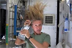 Sans suds, Nyberg shares daily adventures aboard space station