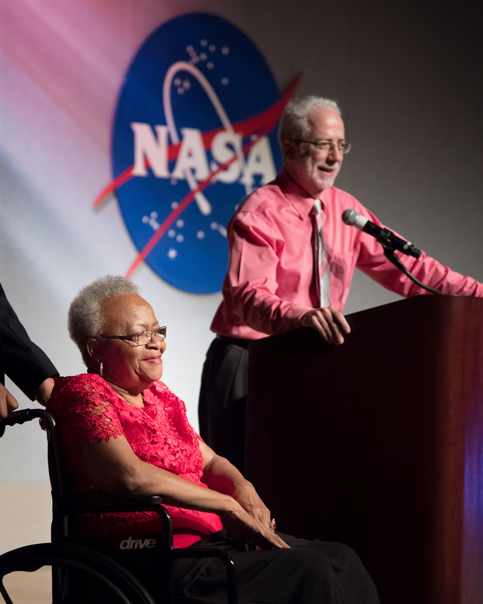 Jewell Norsworthy is honored by JSC Deputy Director Mark Geyer before the panel discussion. Image Credit: NASA/Bill Stafford