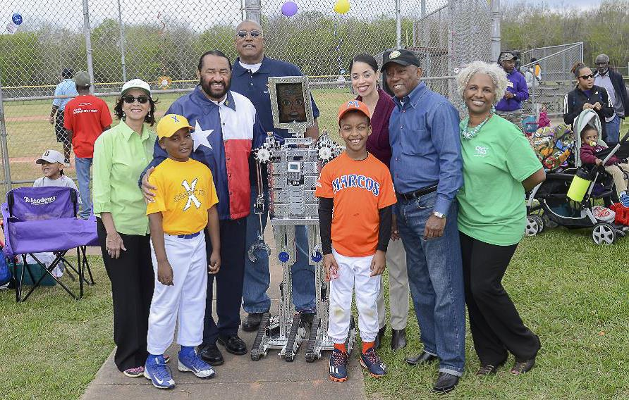 From left: Mary Auzenne, Congressman Al Green, Astros former pitcher J.R. Richard, City Councilmember Amanda Edwards, Mayor Sylvester Turner and Donna Blackshear-Reynolds with South Central Sportz players Mundre Randle (gold shirt) and Charon Lewis Jr. (orange shirt).
