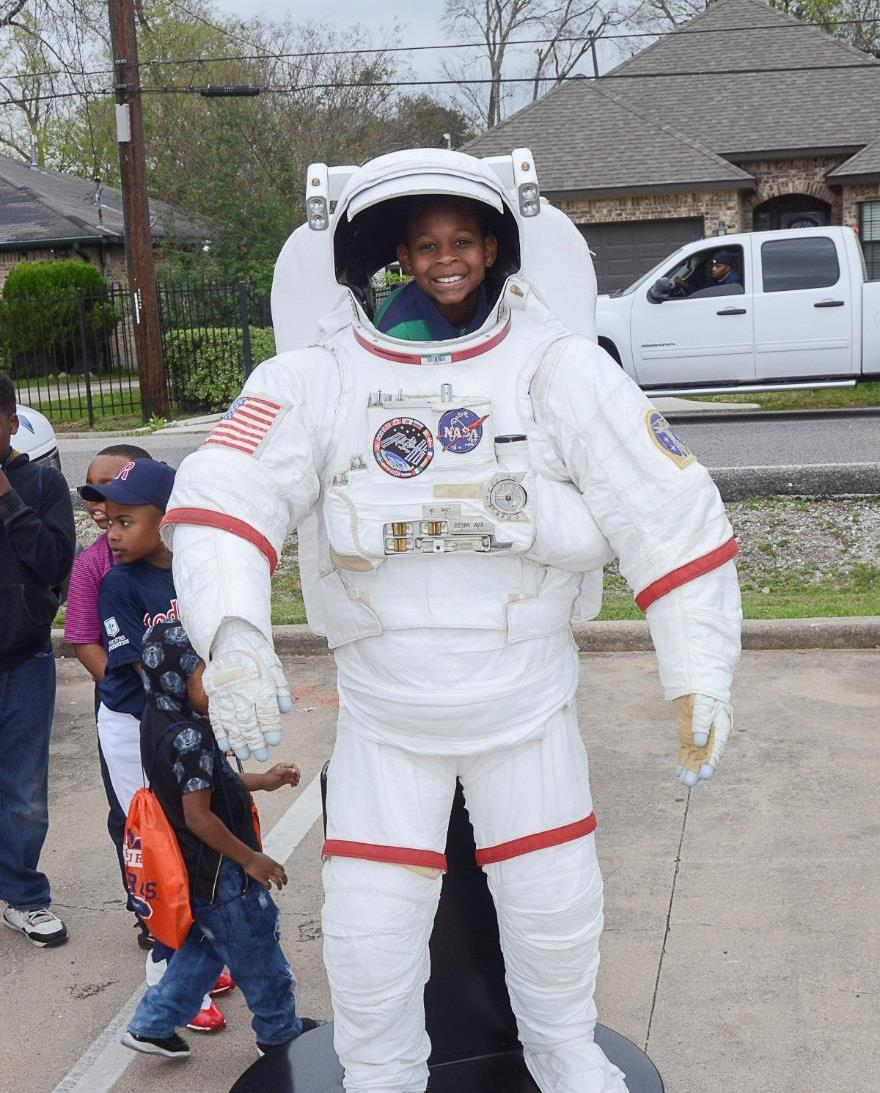 Students today, astronauts tomorrow! Johnson brings space exploration to tomorrow's Mars generation. Image courtesy of the Port City Chapter of The Links, Inc.