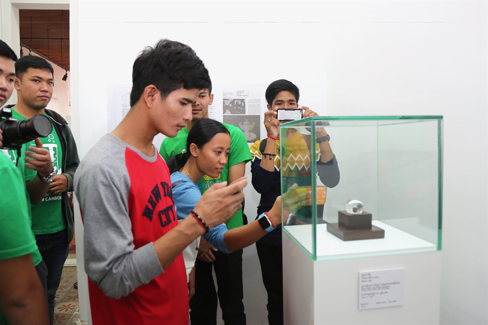 Visitors of the National Museum of Cambodia look at the Apollo 17 goodwill sample. Credit: U.S. Embassy Phnom Penh