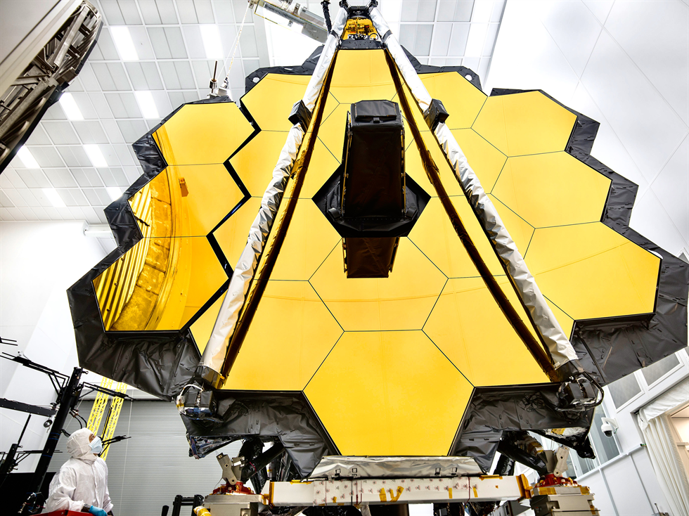 Picture of the JWST's large mirror plate
